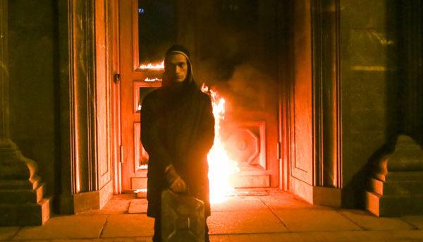 burning-doors-Threat,-Petr-Pavlensky,-copyright-Petr-Pavlensky-copia